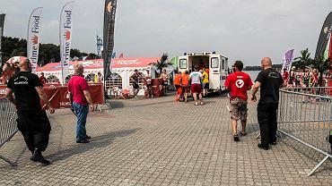 Triathlon Poznań. Reanimacja mężczyzny, który zasłabł w wodzie.
