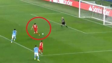 Robert Lewandowski zdobywa gola na 1:0 w meczu z Lazio