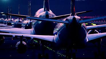 Linie lotnicze uziemiają większość samolotów.