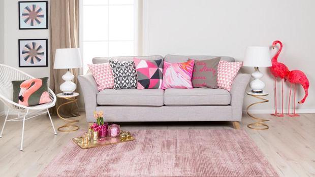 Poduszki dekoracyjne w jaskrawych kolorach