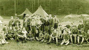 9-ta Drużyna Harcerska z Torunia na obozie letnim w Otłoczynie w 1946 roku