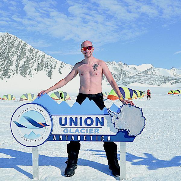 Na Antarktydzie może być ciepło, ale tylko wtedy, kiedy nie wieje i świeci słońce. W obozie Union Glacier Camp.