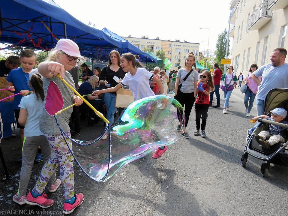 Zdjęcie numer 38 w galerii - Wielka zabawa na niezwykłej ulicy. Teatralna bawi się na całego [ZDJĘCIA]