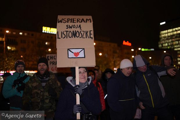 8de52dba3a29b7 Protest pracowników Poczty Polskiej: Zarząd kłamie, związki zawodowe nas  zdradziły [FOTO, WIDEO