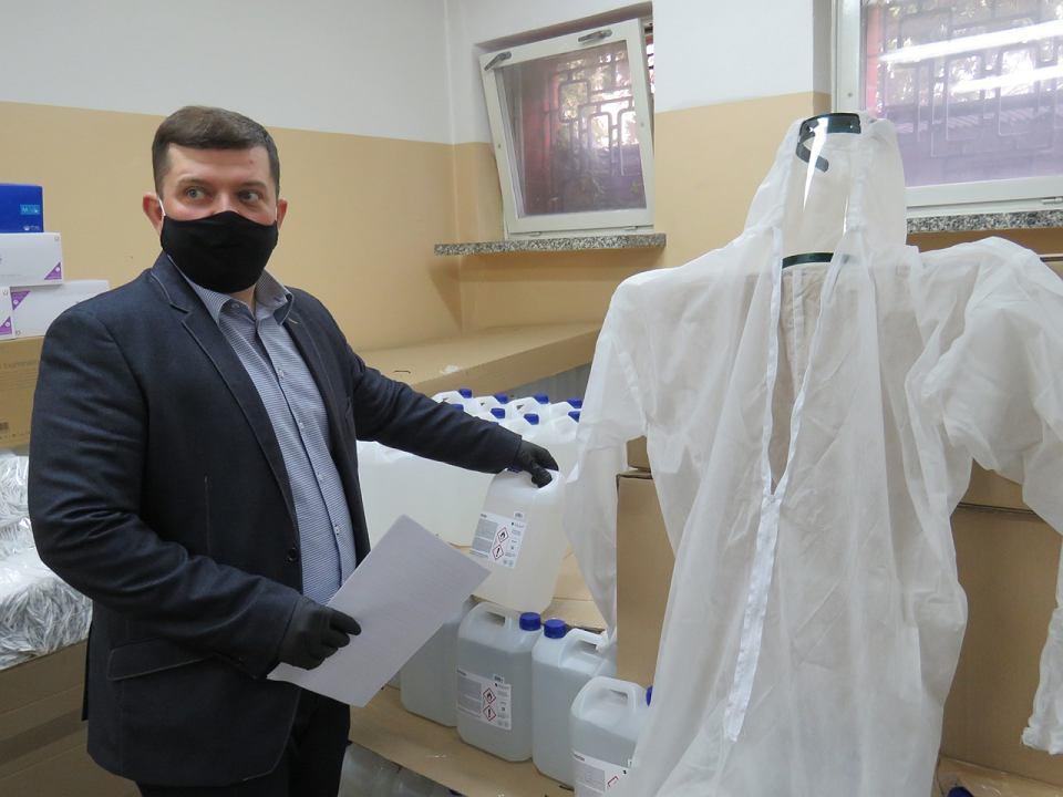 Środki ochrony przed zakażeniem koronawirusem zgromadzone przez miasto przekazywane instytucjom, organizacjom czy stowarzyszeniom.
