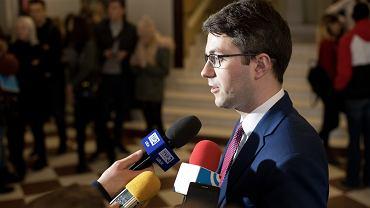 Rzecznik rządu Piotr Müller o przedłużeniu obostrzeń epidemicznych