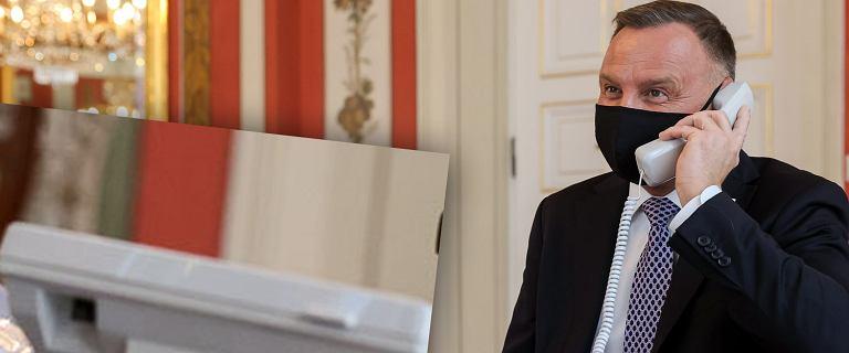 Prezydent rozmawiał z niepodłączonego telefonu? Powiększyliśmy zdjęcie