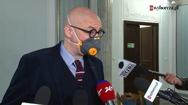 Wybory prezydenckie 2020 w czasie pandemii koronawirusa. Senator Michał Kamiński (PSL) podczas obrad Senatu nad ustawą PiS o głosowaniu korespondencyjnym