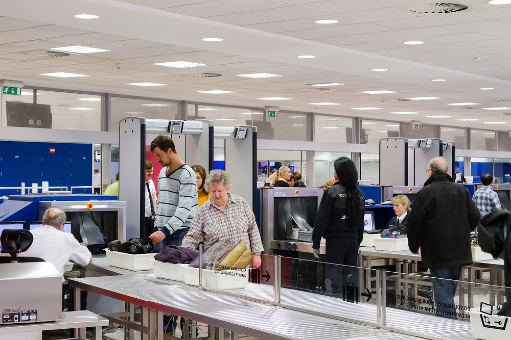 Przewóz leków samolotem jest ściśle regulowany przez prawo