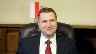Minister Czarnek uhonorował dyrektora, który zakazał uczniom eksponowania symbolu Strajku Kobiet. 'Doskonałe zachowanie'
