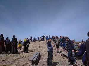 Weekend na Podkarpaciu. Tłumy na bieszczadzkich szlakach. Niemal wszyscy turyści bez maseczek [ZDJĘCIA]
