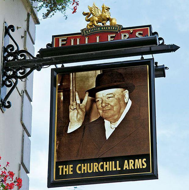 piwo, alkohol, Piwo: królewska pinta w londyńskim pubie, Pub The Churchill Arms z portretami Churchilla