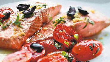 Łosoś pieczony z pomidorami