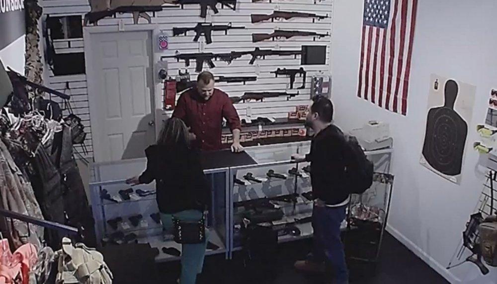 Oni byli zwolennikami posiadania broni. Ale weszli do tego sklepu i wszystko się zmieniło