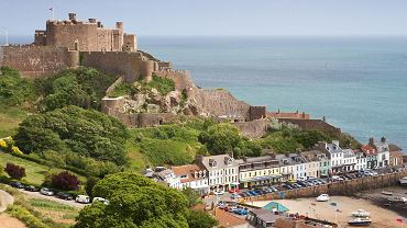 Wyspa Jersey, miasteczko Gorey z zamkiem Mont Orgueil.