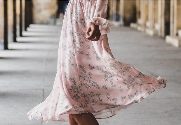 Sukienki w kwiaty w gotowych zestawach na wiosnę