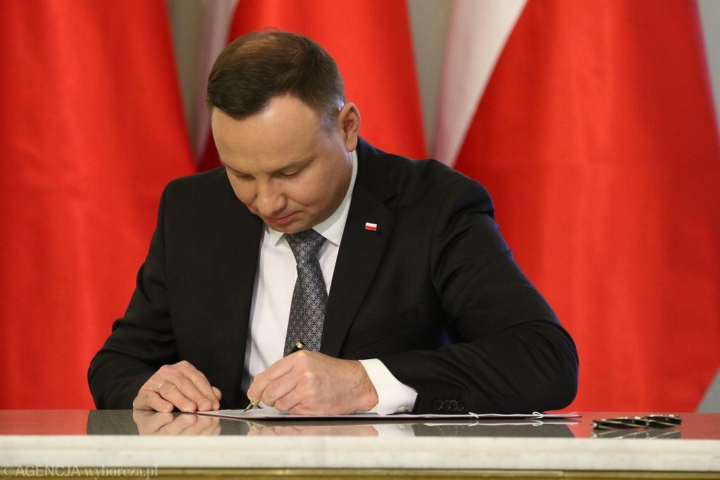 Prezydent Andrzej Duda podpisał ustawę o zakazie handlu w niedziele