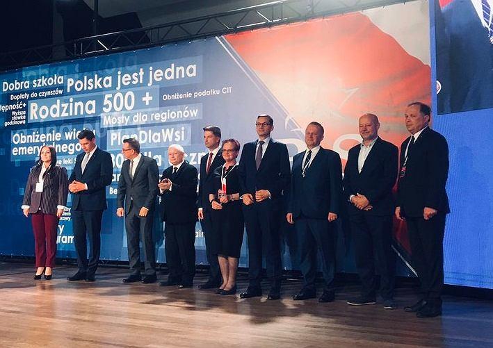Jarosław Kaczyński i kandydaci PiS na konwencji w Lublinie