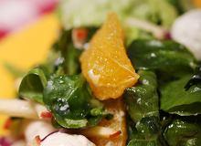 Sałatka ze szpinakiem i serem pleśniowym - ugotuj