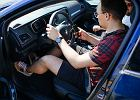 Prowadziliśmy auto ze smartfonem w ręku. Ty tego nie rób. Klikasz? Nie jedź!