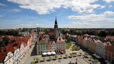 Widok z ratusza na rynek w Bolesławcu
