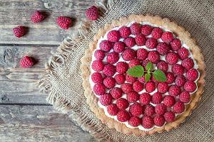 Tarta z malinami: przepisy na smaczny i prosty letni deser