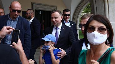 Prezydent Duda zmienia zdanie w sprawie noszenia maseczek.