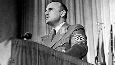 Po opuszczeniu Krakowa Frank (na zdjęciu) osiadł pod miejscowością Schliersee w Bawarii, gdzie założył filię Generalnego Gubernatorstwa. Kiedy Amerykanie go aresztowali w maju 1945 r., przekazał im liczące 38 tomów pamiętniki. Stały się one jednym z najważniejszych dowodów podczas procesu norymberskiego, w którym Frank był jednym z oskarżonych. W więzieniu się nawrócił, codziennie czytał Biblię, a stojąc na szafocie, powiedział: 'Proszę Boga, aby przyjął mnie łaskawie. Chryste, przebacz'.