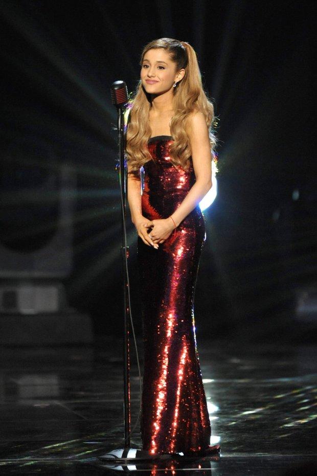 Ariana Grande Zawsze Nosi Tę Samą Fryzurę Dlaczego Nie