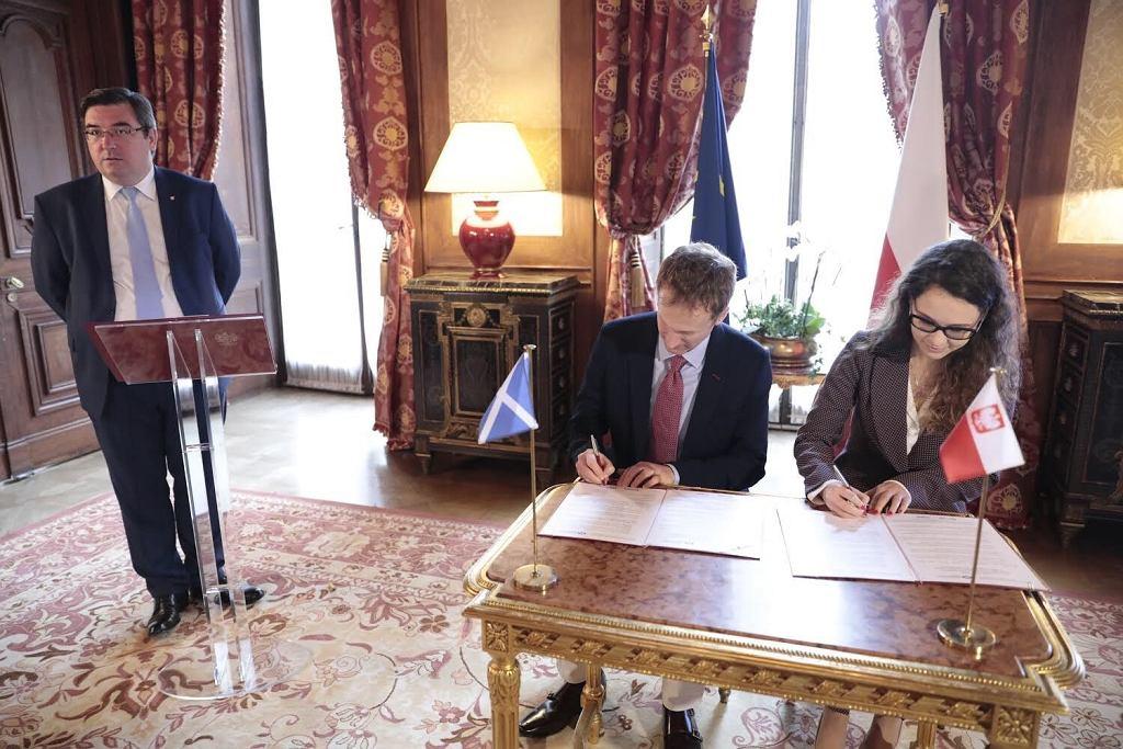 Podpisanie porozumienia w ambasadzie w Paryżu