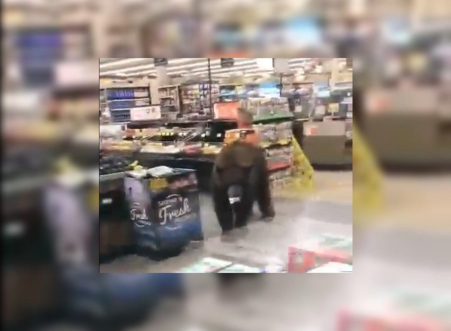 USA. Niedźwiedź w kalifornijskim supermarkecie. To już kolejna taka wizyta