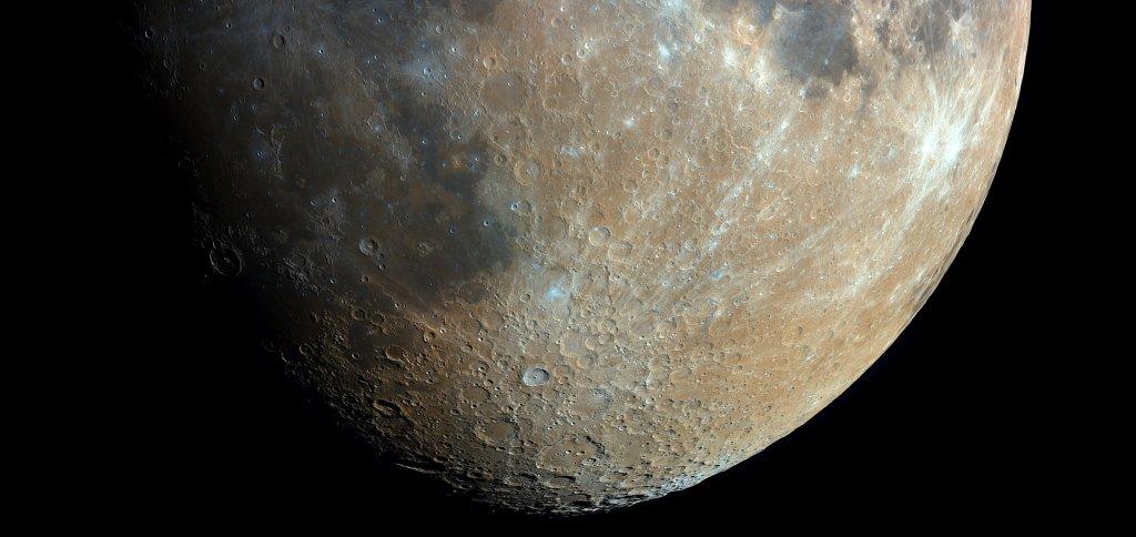 Fragment zdjęcia Księżyca