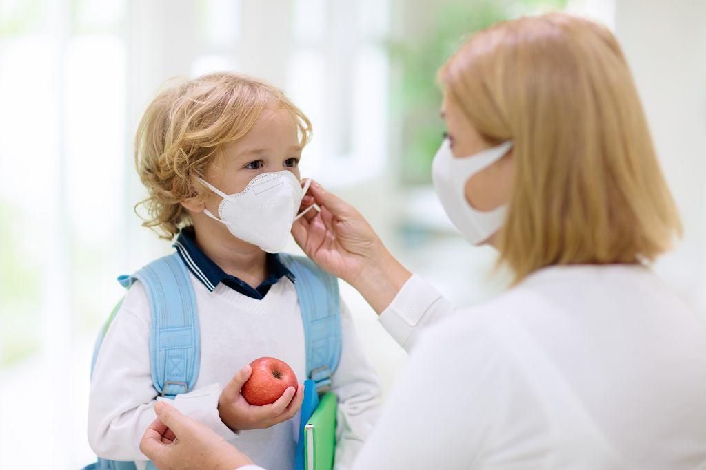 Dziecko z katarem w dobie koronawirusa nie powinno uczęszczać do przedszkola. Zdjęcie ilustracyjne