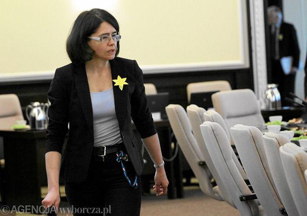 Streżyńska nowelizuje kodeks drogowy i upraszcza procedury ubiegania się o świadczenia społeczne