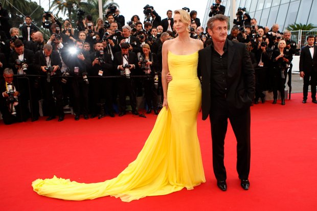 Actors Sean Penn, right, and Charlize Theron pose for photographers as they arrive for the screening of the film Mad Max: Fury Road at the 68th international film festival, Cannes, southern France, Thursday, May 14, 2015.  (AP Photo/Lionel Cironneau)