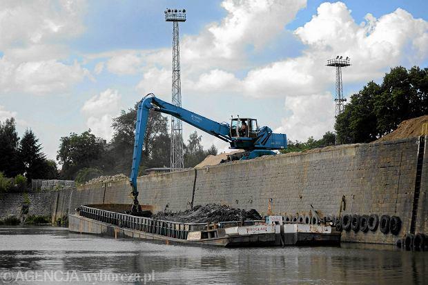 """Nowe prawo wodne: podatek od """"betonowania"""" miast i droższe ryby"""