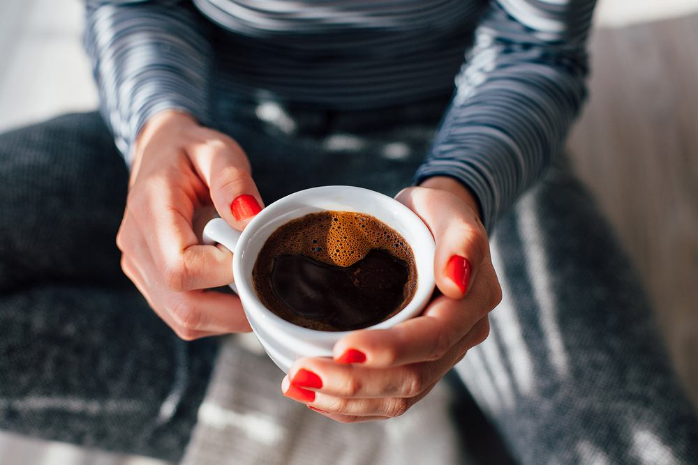 Jak donoszą badacze, minimum trzy filiżanki kawy dziennie, chronią nas przed wieloma chorobami - w tym schorzeniami układu krwionośnego
