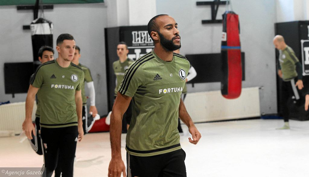 Trening piłkarzy Legii w Legia Fight Club