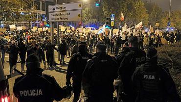Strajk Kobiet. Policjanci doświadczający represji otrzymają darmową pomoc