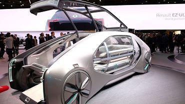 Samochód koncepcyjny na salonie samochodowym w Paryżu