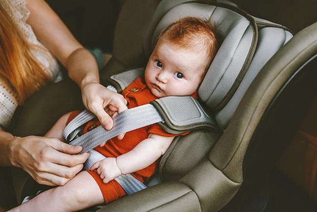 Nie każdy fotelik dziecięcy gwarantuje bezpieczeństwo. Czym się kierować przy jego wyborze?