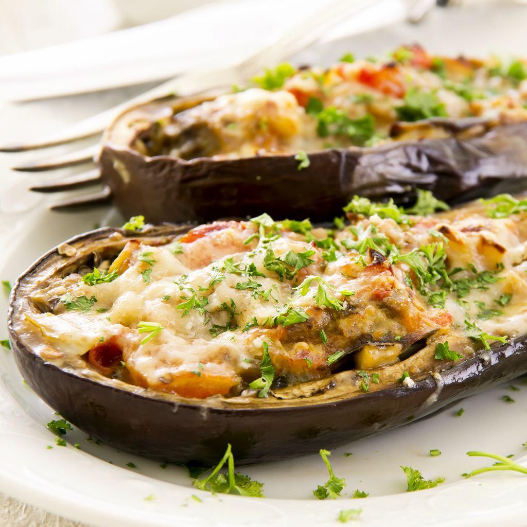 Bakłażan z warzywami i serem