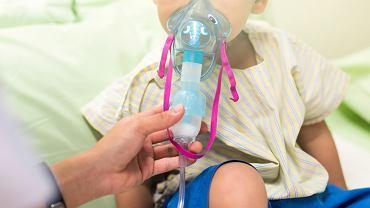 Wirus RSV jest jedną z głównych przyczyn infekcji dróg oddechowych u dzieci. Zakażenie nim jest powszechne. Szacuje się, że nawet 95 proc. maluchów do drugiego roku życia miało z nim kontakt, o czym świadczą wykrywane przeciwciała