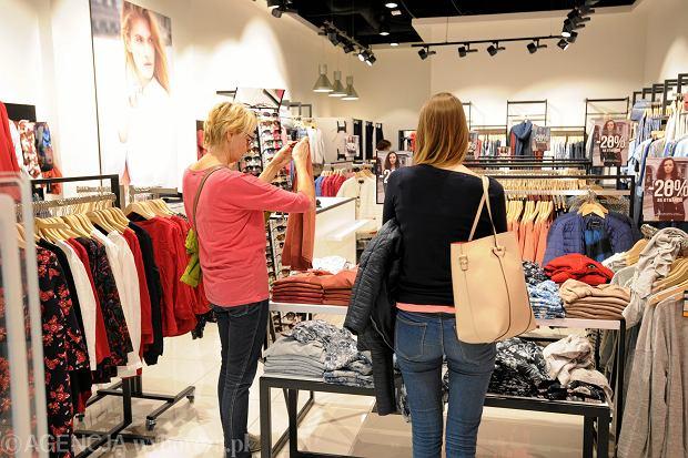 Internetowy klient zagląda do sklepów stacjonarnych. Centra handlowe przeżywają drugą młodość