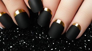 Czarny manicure to hit na 2020 rok! Poznaj najbardziej modne wersje tej niezwykle stylowej stylizacji paznokci