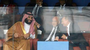 Saudyjski książę Mohammed bin Salman, szef FIFA Gianni Infantino i prezydent Rosji Władimir Putin na trybunach. Mistrzostwa świata Rosja 2018, mecz gospodarzy z Arabią Saudyjską. Moskwa, Łużniki, 14 czerwca 2018