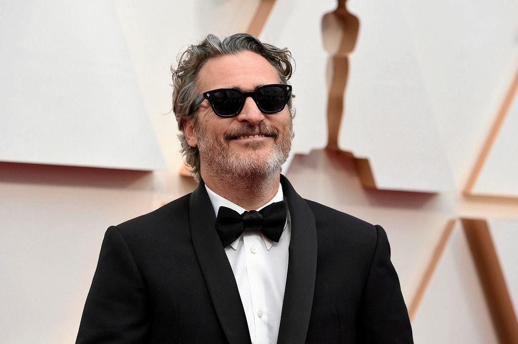Joaquin Phoenix na czerwonym dywanie. Gala rozdania Oscarów 2020, Los Angeles, 10 lutego 2020.