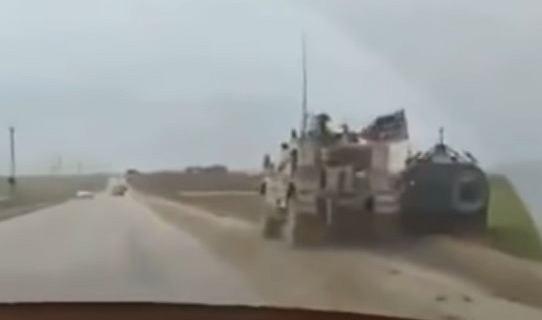 Syria: Amerykanie zepchnęli do rowu rosyjski wóz bojowy [WIDEO]