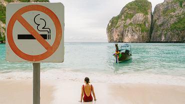 Tajlandia wprowadza zakaz palenia papierosów i śmiecenia na plaży