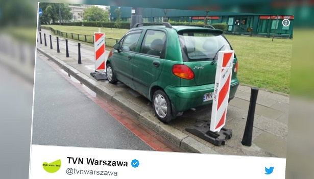 ZDM nie mógł dokończyć montażu słupków przez zaparkowany samochód